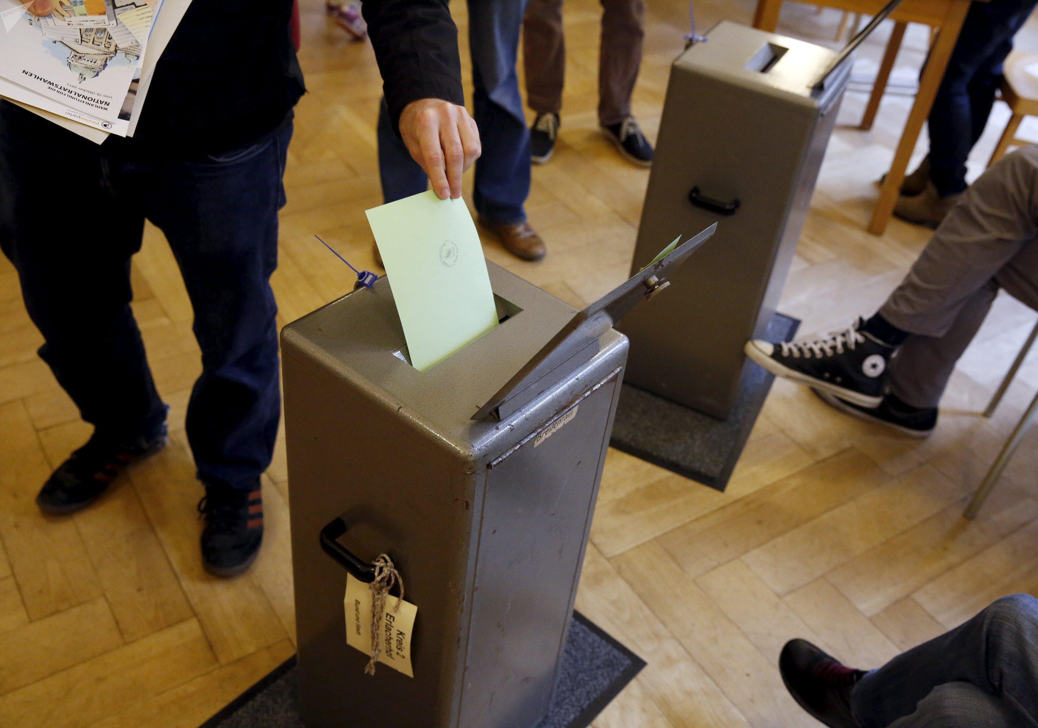 Suisse: désigner les députés par tirage au sort au lieu de les élire