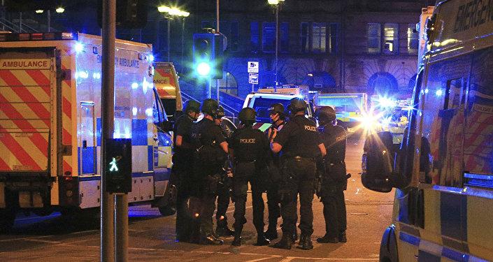 Theresa May condamne «une attaque terroriste épouvantable» à Manchester