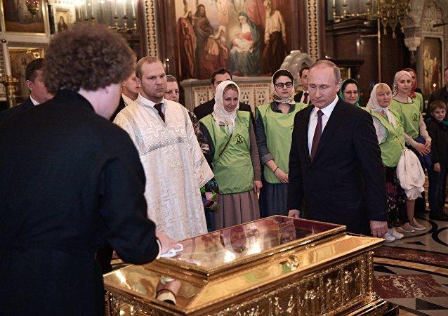 Vladimir Poutine et les reliques de Saint-Nicolas