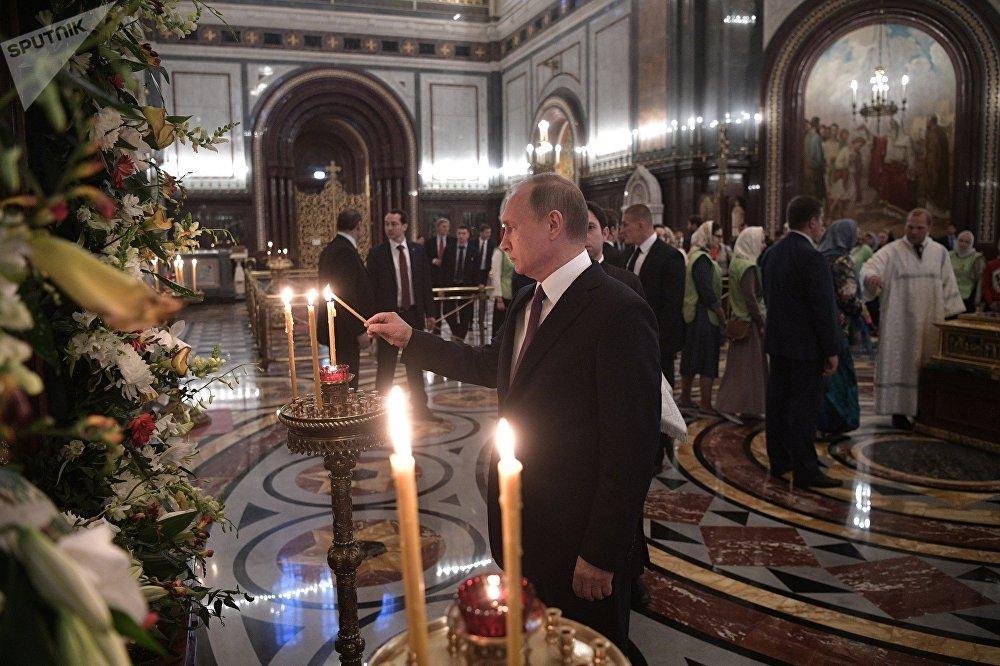 Vladimir Poutine dans la cathédrale du Christ-Sauveur