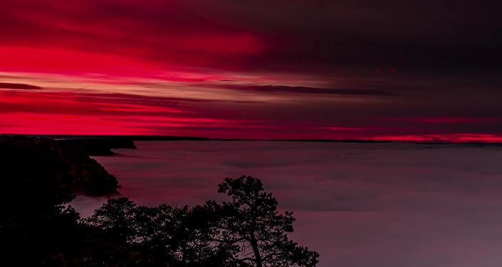 À couper le souffle : quand des vagues de nuages tombent sur le Grand Canyon