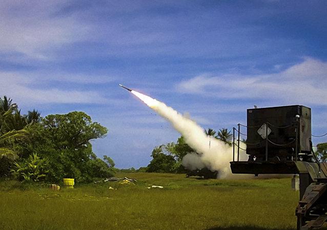 Un intercepteur Patriot Advanced Capability 3 (PAC-3) est lancé depuis Omelek Island lors du test de vol intégré historique du MDA le 24 octobre 2012