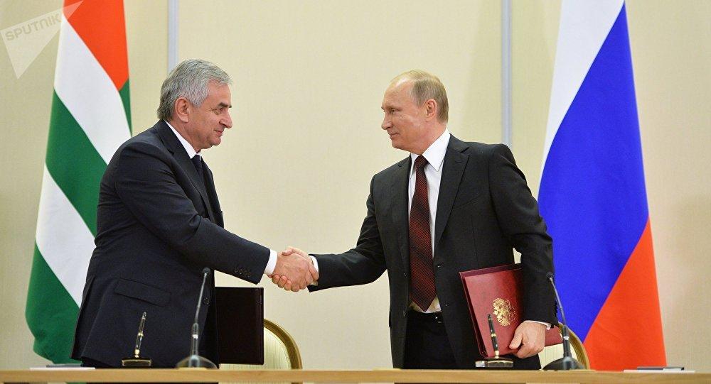 Vladimir Poutine et Raoul Khadjimba