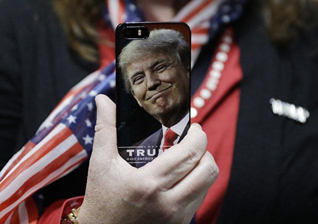 Trump aux leaders mondiaux: appelez-moi sur mon portable