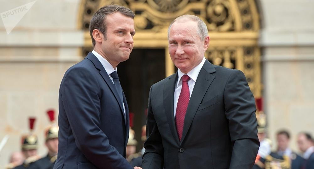 Macron dit respecter Vladimir Poutine et est prêt à lui parler avec franchise