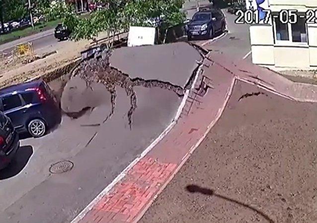 Un tsunami sorti d'une canalisation à Kiev