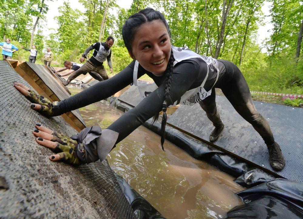 Une participante à la Course des héros au parc artistique Chtykovskie Prudy dans l'Extrême-Orient russe