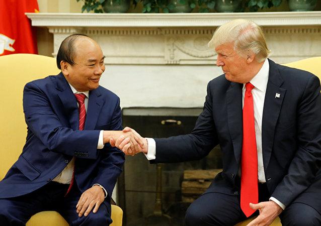 Nguyen Xuan Phuc et Donald Trump