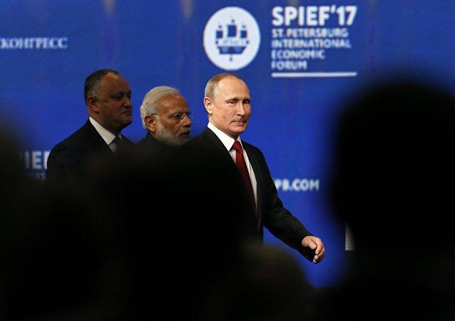 Le président russe Vladimir Poutine en marge du Forum économique international de Saint-Pétersbourg 2017 (SPIEF)
