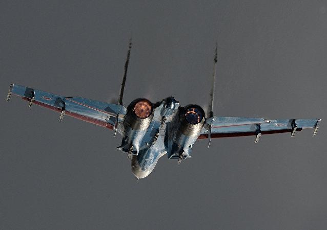 Un Su-27 en vol