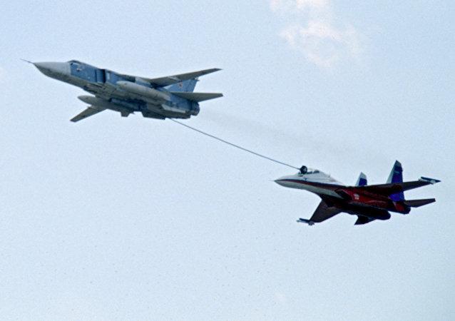Chasseurs russes se ravitaillant en vol. Archive photo