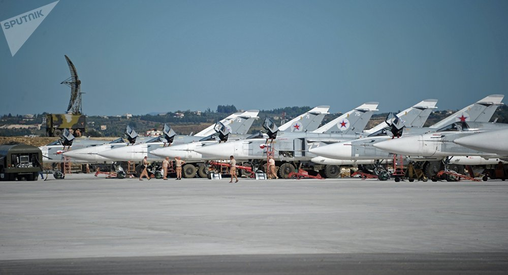 Les avions russes à la base aérienne de Hmeimim en Syrie