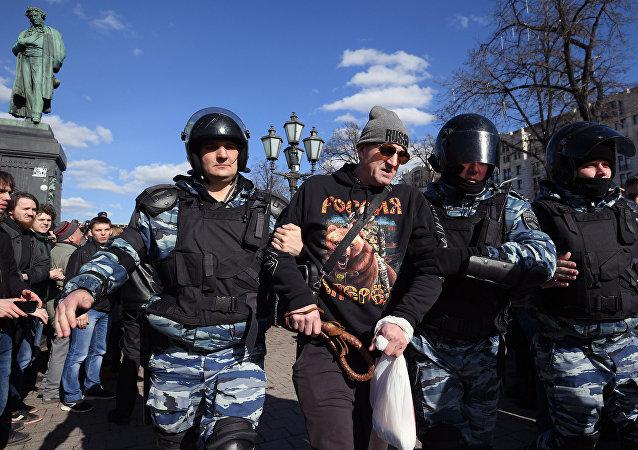 Arrestation d'un manifestant à Moscou