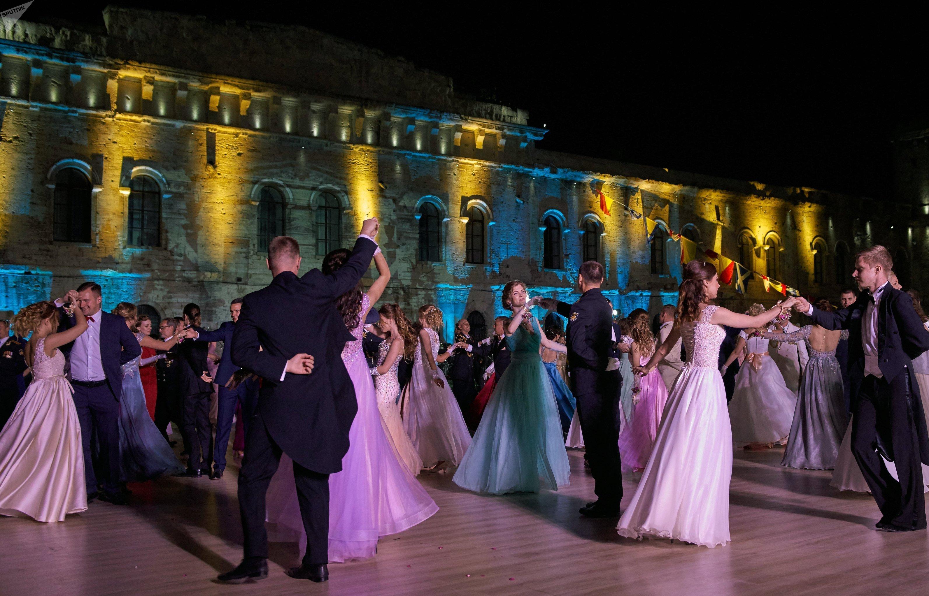 Le bal des officiers à Sébastopol