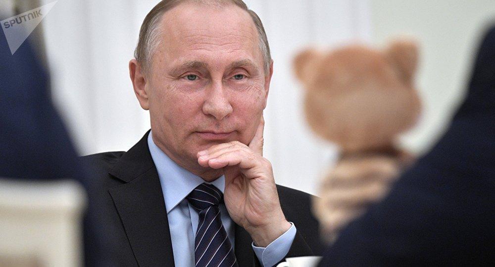 Poutine, derrière le président, le Geek!
