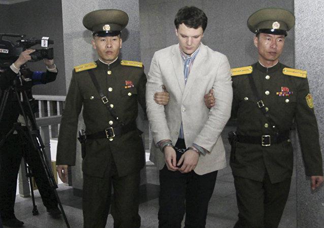 L'étudiant américain Otto Warmbier à la Cour suprême de Pyongyang