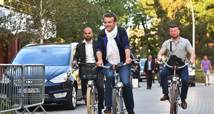 Emmanuel Macron à vélo