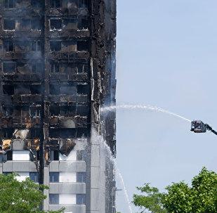 Police londonienne: 58 morts dans l'incendie de la tour Grenfell