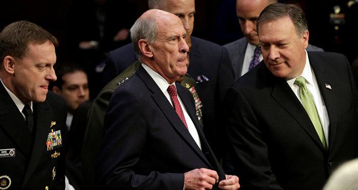 Mike Rogers, directeur de la NSA, Daniel Coats, directeur du Renseignement américain, et Mike Pompeo, directeur de la CIA