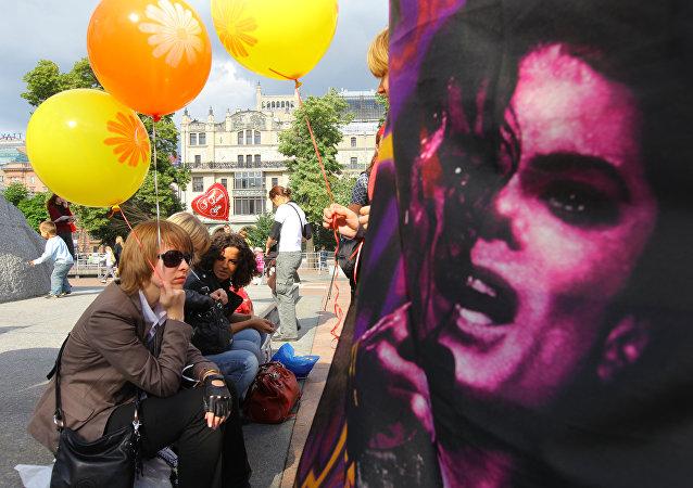 Des fans russes rendent hommage à Michael Jackson