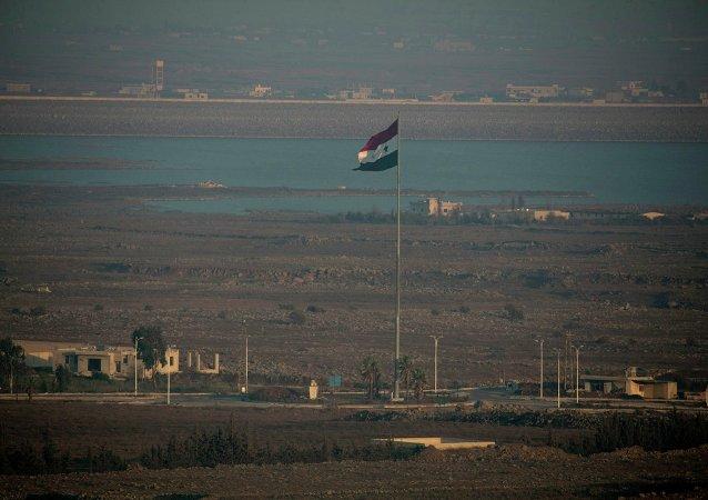 Drapeau syrien à la frontière israélienne