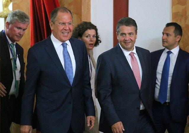 Le ministre russe des Affaires étrangères Sergueï Lavrov et son homologue allemand Sigmar Gabriel
