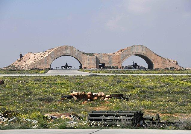 Attaque antimissile américaine sur une base aérienne militaire syrienne