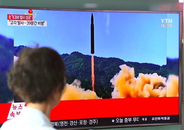 Bonne nuit, les petits: la TV nord-coréenne diffuse le tir du missile balistique