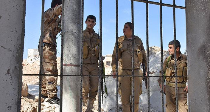 Miliciens kurdes à Afrine