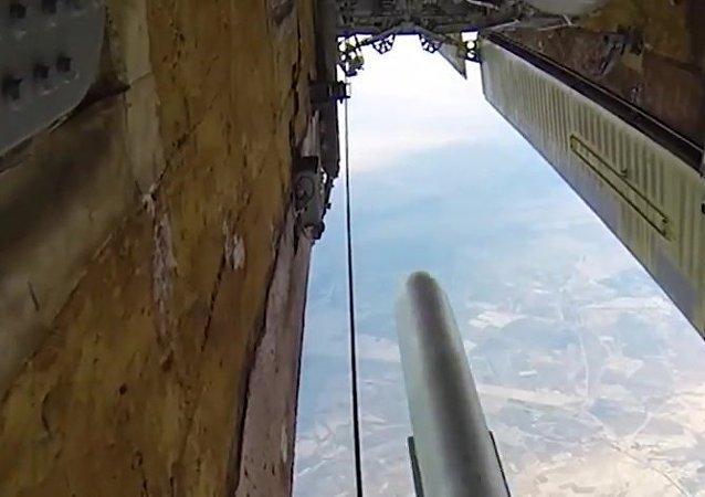 Tirs de missiles contre les terroristes en Syrie