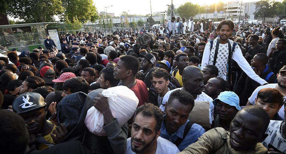 Évacuation record de migrants dans le nord de Paris