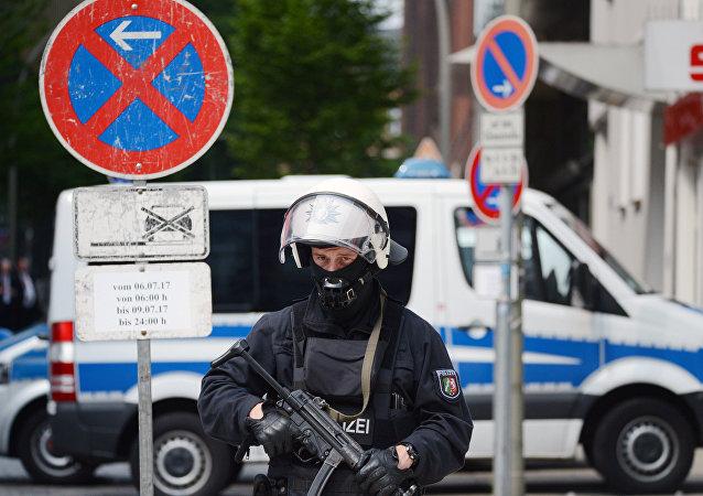 Un policier lors des violences à Hambourg