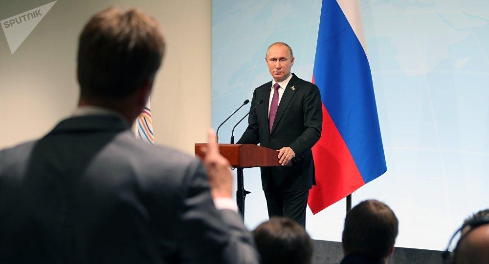 Poutine plaisante à propos de son tête-à-tête avec Trump