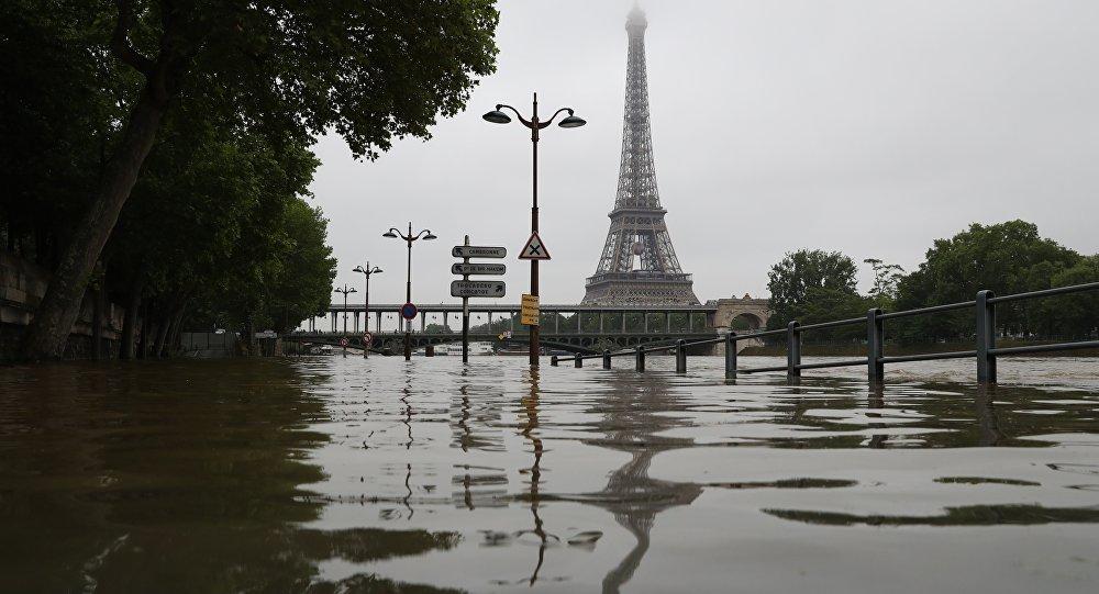 Les recherches pour retrouver la policière disparue dans la Seine interrompues — Paris