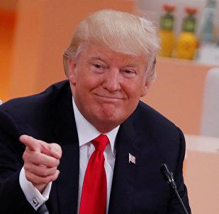Un Président très intelligent: nouvelle passe d'armes entre Trump et les médias
