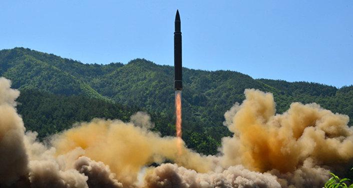 Tir d'un missile balistique intercontinental nord-coréen Hwasong-14