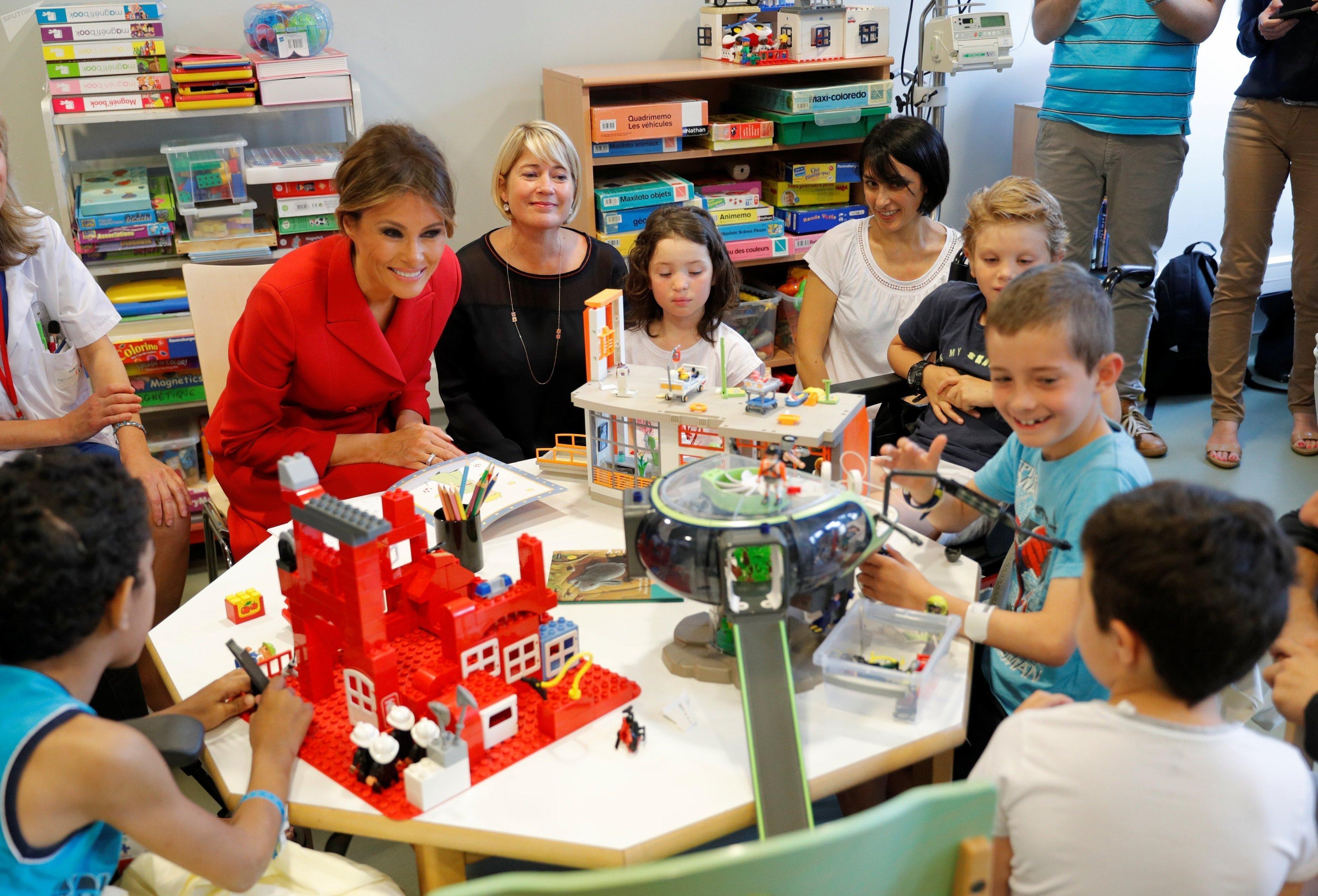 La Première Dame américaine en visite à l'hôpital Necker