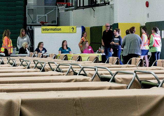 l'évacuation de plus de 37.000 personnes au Canada