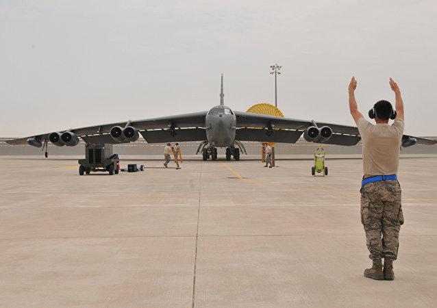 Le bombardier B-52 américain sur la base Al-Udeid au Qatar