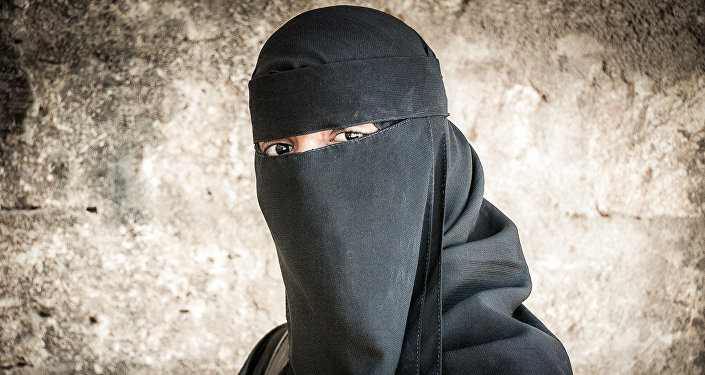 Fille en burqa. Photo d'archive