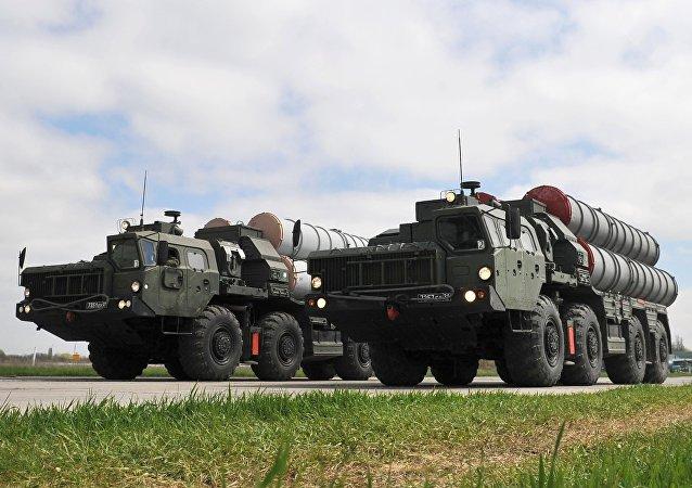 Les systèmes de missiles sol-air russes S-400