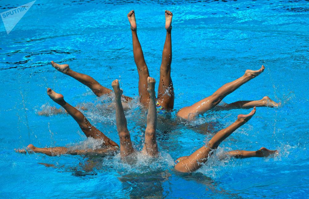 Les images les plus impressionnantes des compétitions de nage synchronisée