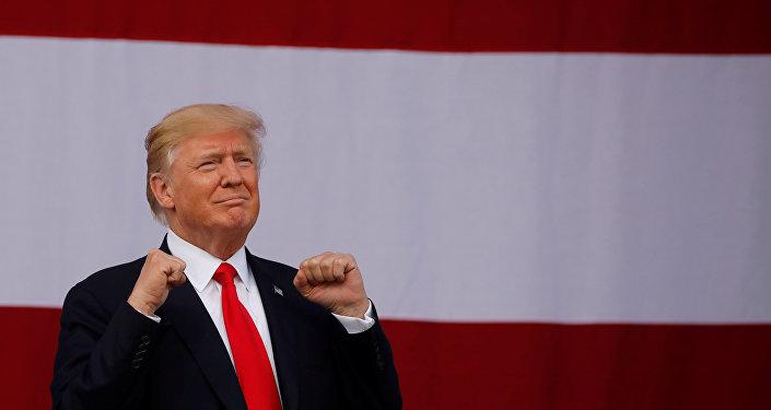 Après une chute record, la cote de popularité de Donald Trump rebondit