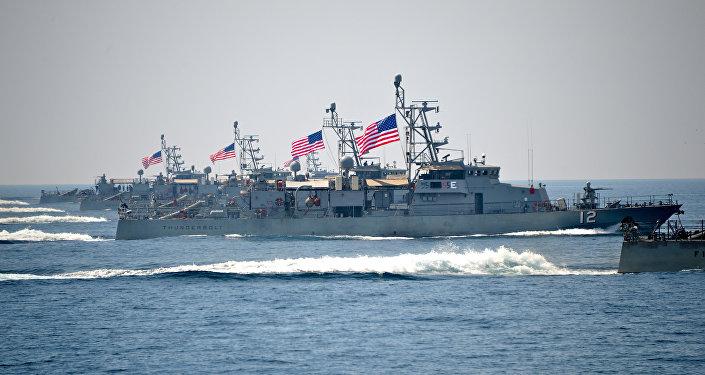 Accrochage entre des navires de guerre américain et iranien