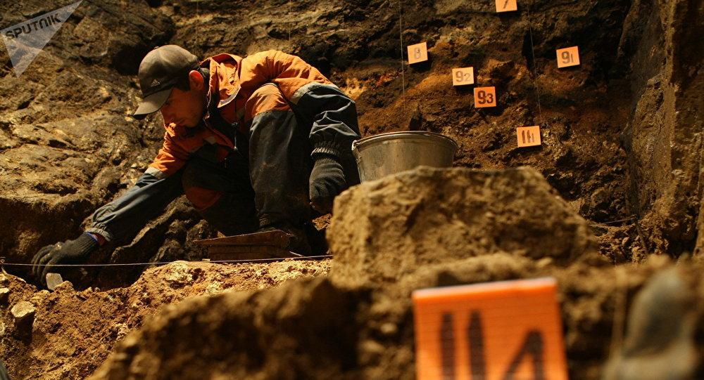 Un archéologue