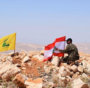 Drapeaux libanais et du Hezbollah à Jaroud Ersal