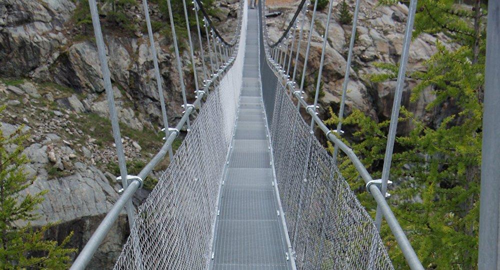Pont à Zermatt. Archive photo