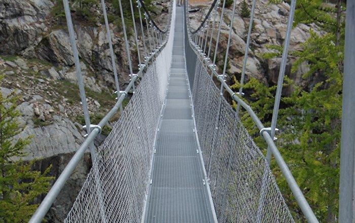 amateurs de sensations fortes le pont suspendu le plus long du monde est en suisse sputnik france. Black Bedroom Furniture Sets. Home Design Ideas