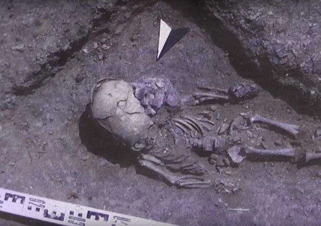 Extraterrestre ou enfant torturé: des archéologues russes ont fait une découverte intéressante