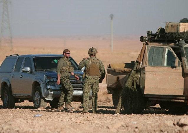 Militaires américains près de Raqqa en Syrie